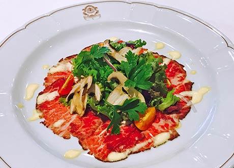 奇普里亞尼風 義式生牛肉(澳洲產) 搭蘑菇野蔬沙拉
