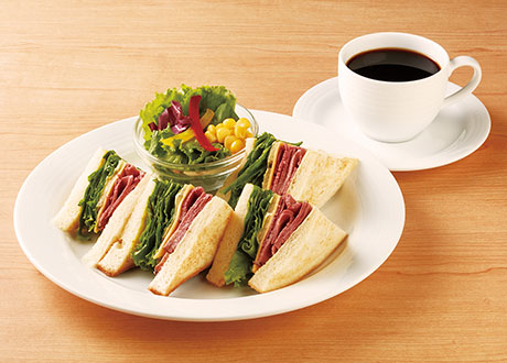 黑胡椒牛肉三明治