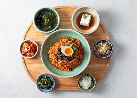 泡菜炒豬肉飯定食