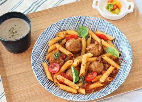 義式茄汁肉丸斜管麵